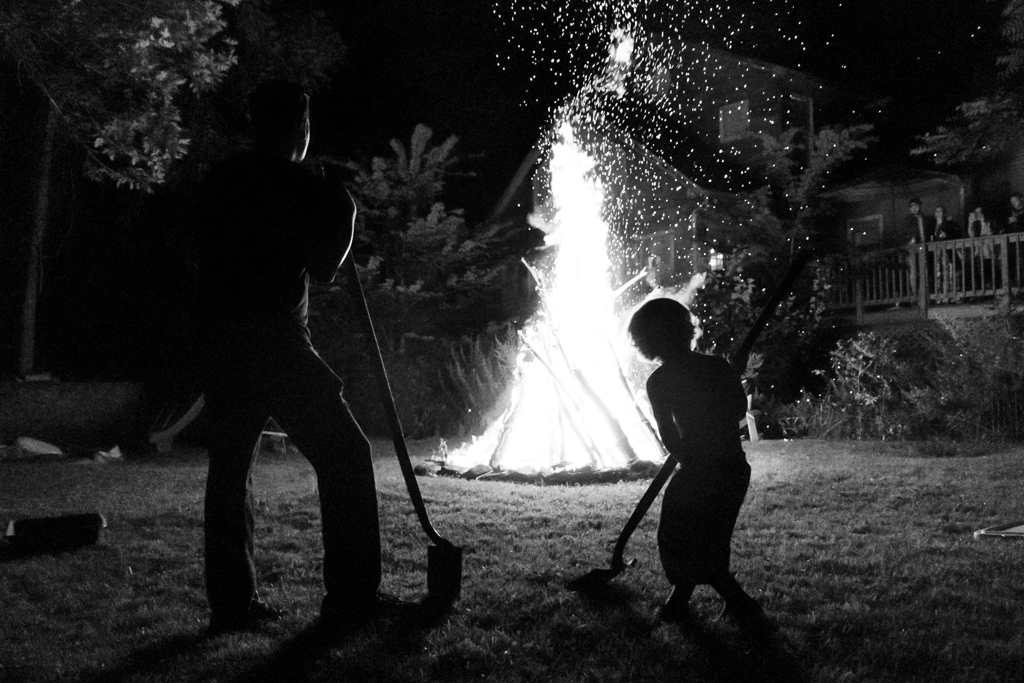 FAMILY PHOTOJOURNALISM- FIREPIT FAMILY